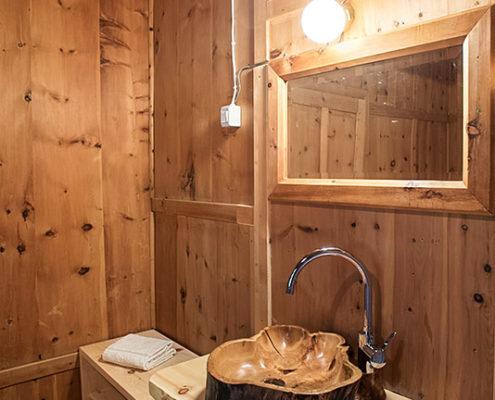 Holz-Waschbecken - Zimmer Dr. Christoph Hartung von Hartungen